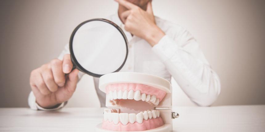 歯を見て考える人