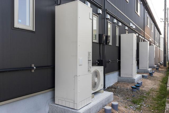 電気給湯器の基礎知識。ガス給湯器・エコジョーズとの違いと特徴を比較
