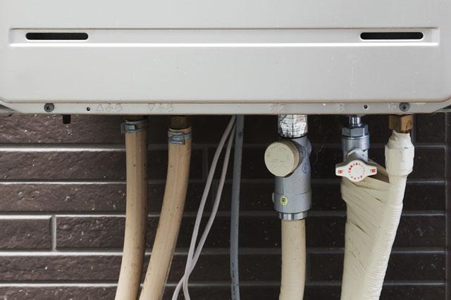 給湯器の配管4本の例
